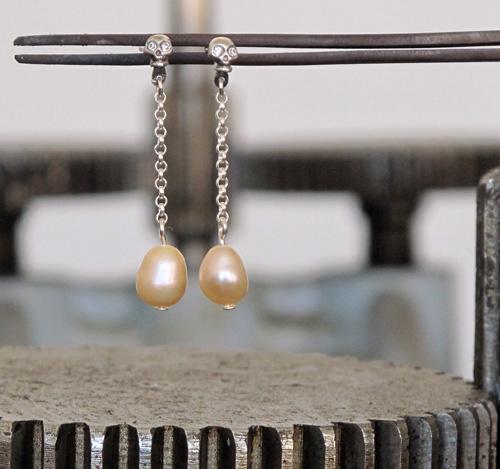 Nicolas Estrada Calaveritas 2 Sterling silver, pearl, glass