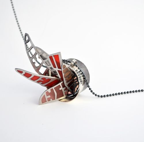 Paola Raggo Necklace: Caos al viento Sterling silver, stainless steel, resin, impression 6.7 x 4 x 4 cm, chain length: 37 cm