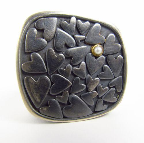 Veronica Perez, Brooch: silver 970, gold 18, pearl, 3.5 x 2.2 cm