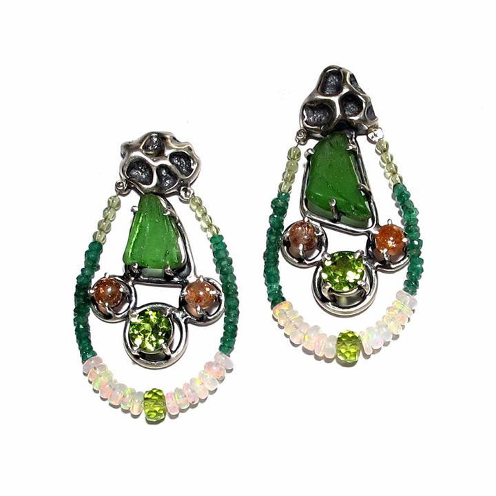JG_pendientes de cristal verde opalo y coral fundido_Earrimgs